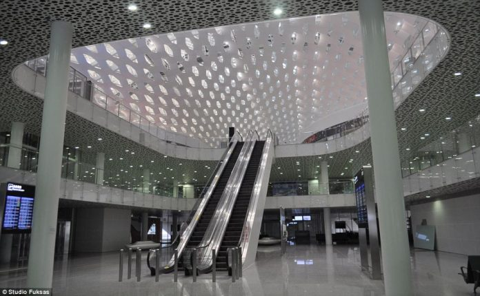 Shenzhen Opens Flashy New Airport Terminal Charismatic Planet
