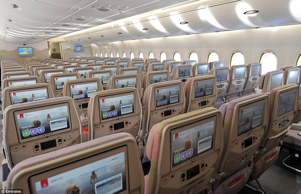 Wow emirates unveils new airbus a380 with a record 615 for Airbus a380 emirates interior