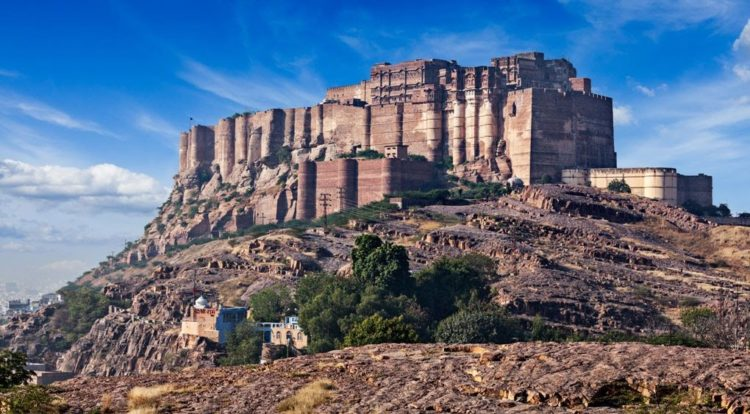 The fort is located at the centre of the city spreading over 5 kilometers on top of a high hill. Its walls, which are up to 118 feet high and 69 feet wide, protect some of the most gorgeous and historic palaces in Rajasthan.