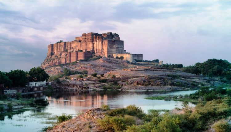 Further, the striking silhouette of the Mehrangarh fort against the stunning clouds at Jodhpur offers great view.