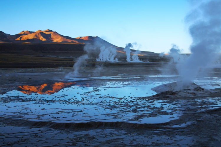 The Chilean government and private companies are looking the idea of harnessing the geothermal energy, but could not succeed due to El Tatio's remote location and environmental concerns have stalled any geothermal power projects.