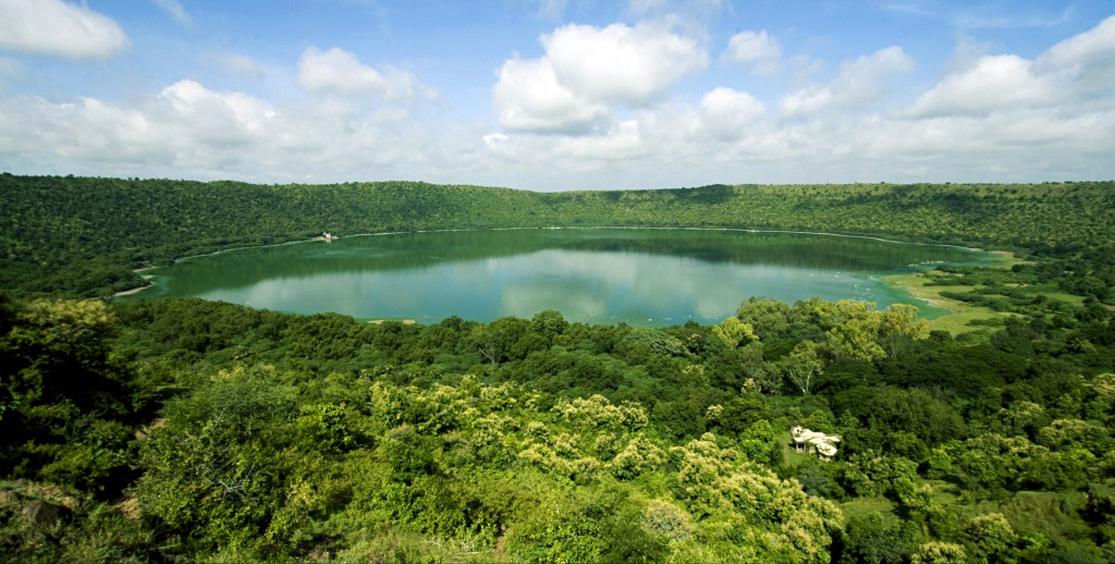 The Lonar Lake is home to a horde of algae and plankton species that thrive in its unusual ecosystem and give the water its vibrant color.