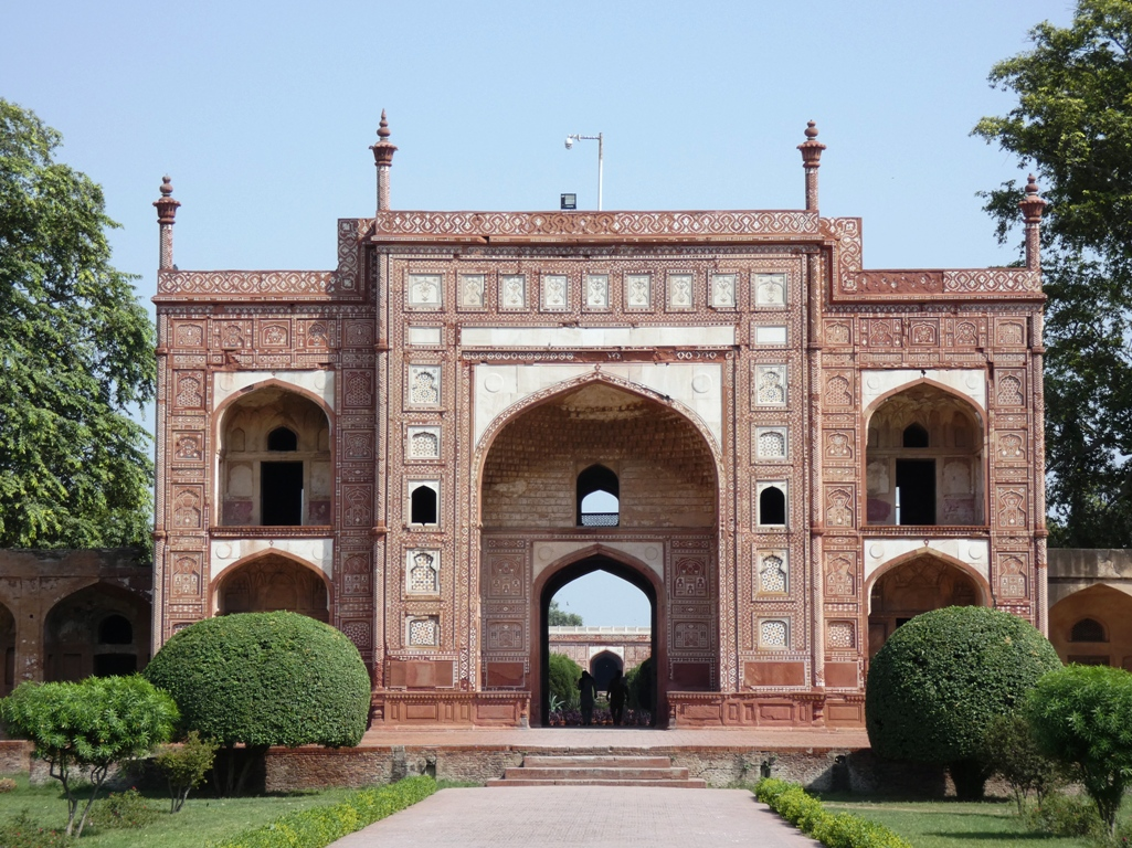 is called Tomb of Jahangir, along the banks of River Ravi.