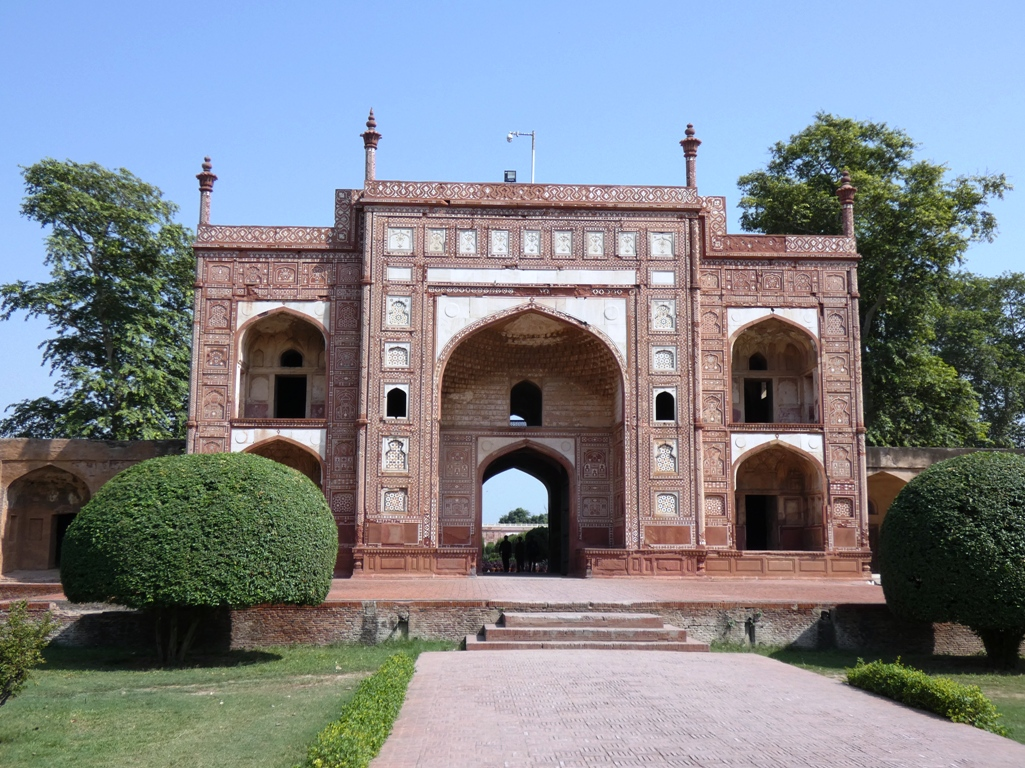 The Janangir mausoleum is most popular due to its fantasist interiors extensively embellished with frescoes and marbles.