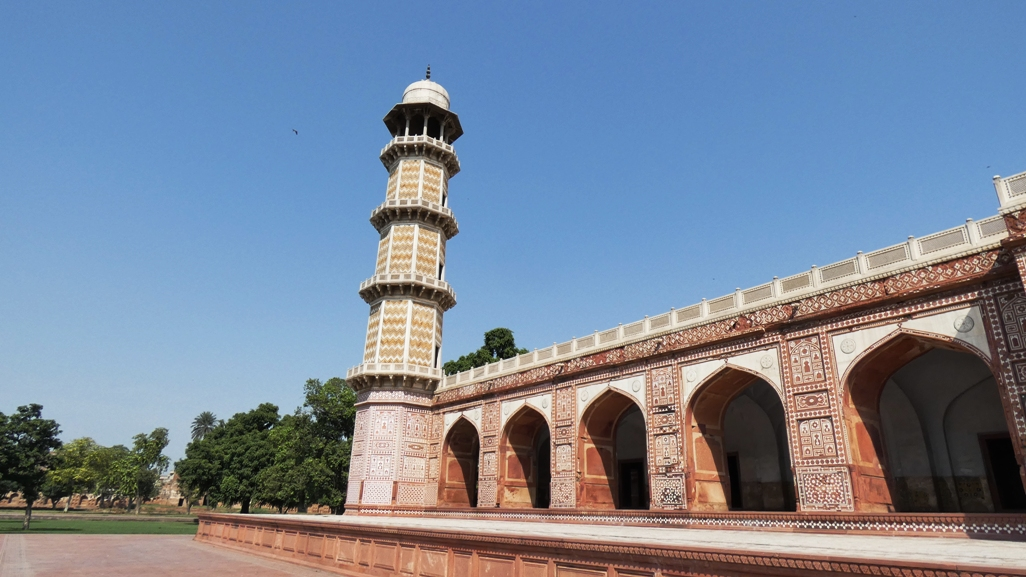 The building rise four octagonal ornamental minarets decorated with geometric inlaid stone.