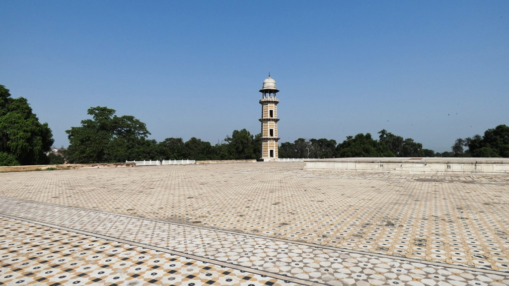 Jahangir has renewed interest in minarets; however some historians attribute construction of tomb to Jahangir's son Shah Jahan.
