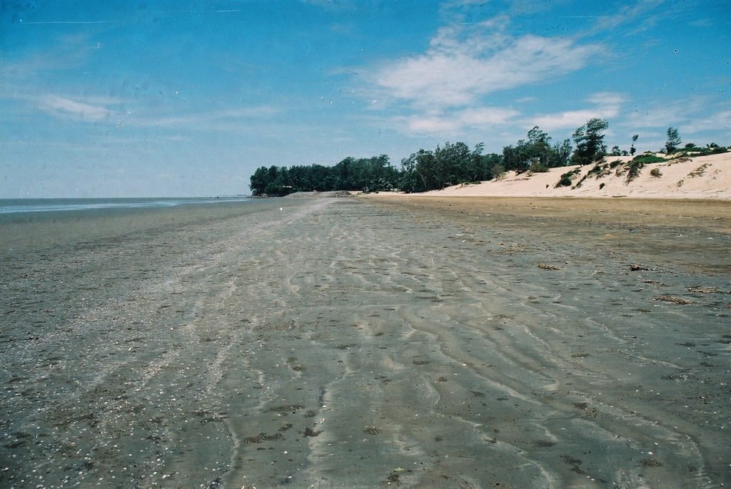 Balasore district of Odisha, is a place waiting to be discovered. This is called the Hide and Seek Beach, actually a miracle of nature.