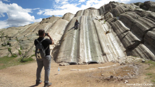 """In Spanish and Quechua respectively, Rodadero and Suchuna mean """"slide."""" The names bring up to a series of smooth rock channels that run down one section of the hill."""