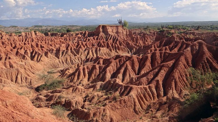 The Tatacoa Desert is one of amazing landscapes, geographical wonders and a magic sky.