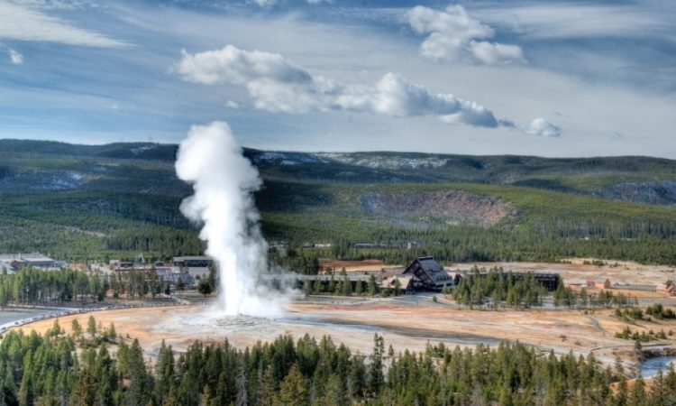 The members of the Washburn-Langford-Doane expedition discover this Old Faithful geyser in 1870.