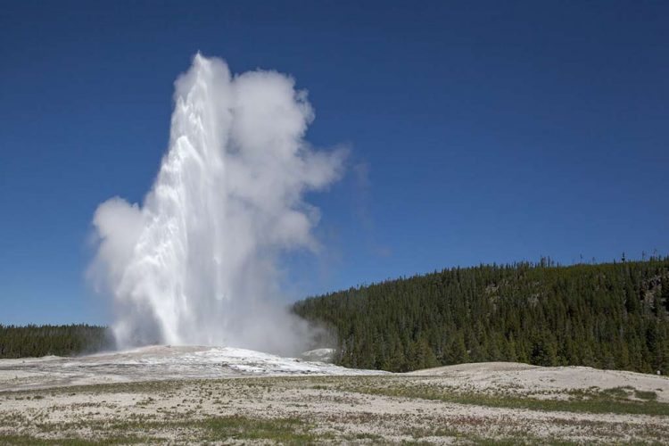 The old Faithful reliability can be attributed to the fact that is not connected to any other thermal features of Upper Geyser Basin.
