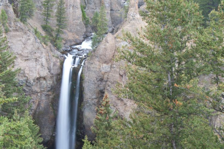 The Falls is about 1,000 yards upstream from the creek's confluence with the Yellowstone River, plunges 132 feet (40 meters).