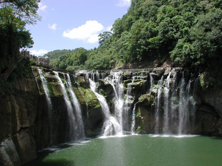 In the Pingxi District, New Taipei City, a gorgeous 20 meters waterfall named Shifen Waterfall lies.