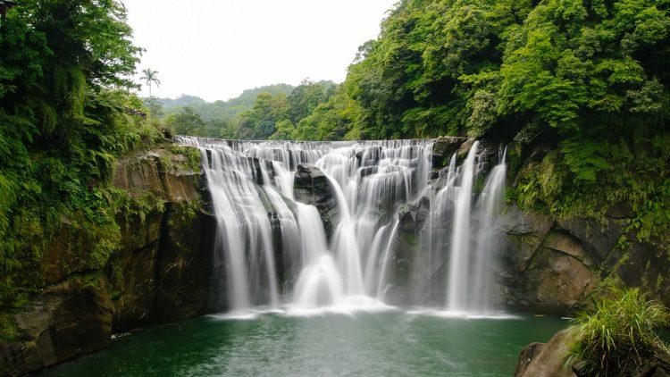 The scenic waterfall is 130ft in width making it the broadest waterfall in Taiwan.
