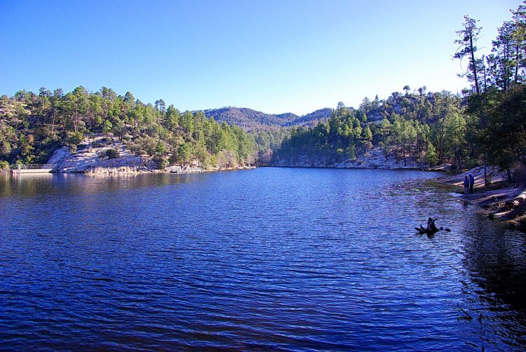 The magnificent Rose Canyon Lake is situated 48 kilometers northeast of Tucson, Arizona.