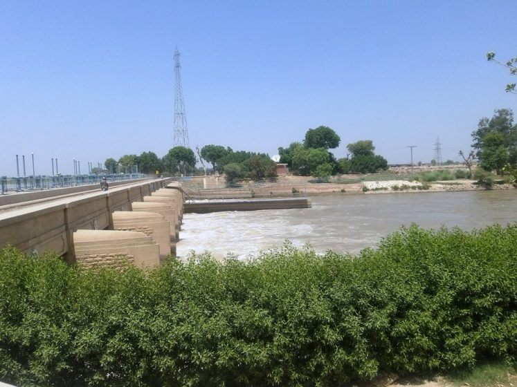 """The Dam """"Panjnad Headworks"""" has three beautiful canals known as Panjnad canal, Abbassia canal, and Abbassia link canal. These canals mainly use for to irrigate Bahawalpur and Rahim Yar Khan Areas and the northern Sindh area."""