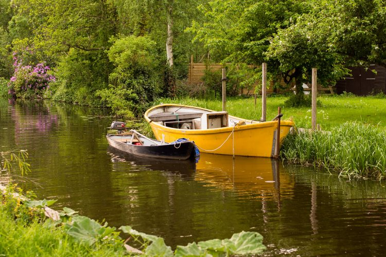 This is a popular tourist attraction in the world. More than 150,000 tourists visit the Geithoorn every year. Giethoorn firstly served as part of a large nature reserve.