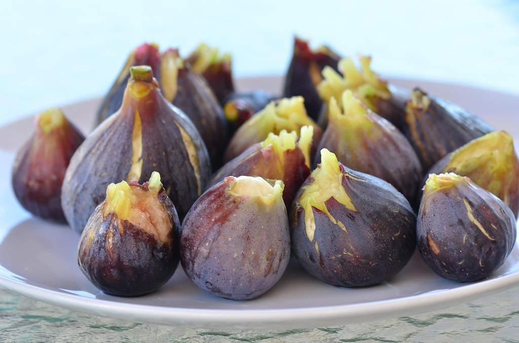 Fresh figs are usually pear-shaped, with either greenish-yellow, purple or black skins.