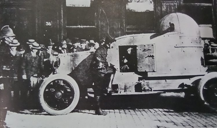 One of the first enclosed Belgium armoured car The SAVA, appeared on the roads in October 1914, and boasted fully enclosed engine and crew compartment and domed turret which was open at the rear.